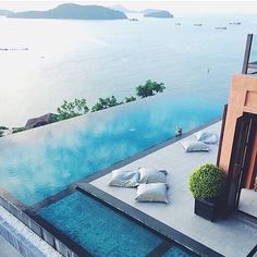 Infinity pool Who would you want to be here with? Follow @luxuryboysclub