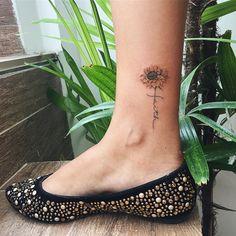 """797 curtidas, 14 comentários - ⠀⠀⠀⠀⠀⠀⠀⠀⠀•⠀SAMANTHA SAM⠀• (@samanthatattoo) no Instagram: """"Mais um pro meu buquê de girassóis  Muito obrigada por olharem! #tattoo #tatuagem…"""""""