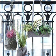 Jardin Bandoulière – Az&mut  Plantes . suspension . balcon . parisien . jardiner . appartement