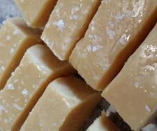 This is my go to recipe for fudge at Christmas time! Recipe Salted Caramel Fudge by ggrima - Recipe of category Baking - sweet Other Recipes, Sweet Recipes, Salted Caramel Fudge, Caramel Cakes, Bellini Recipe, Thermomix Desserts, Christmas Cooking, Fudge Recipes, Vegetarian Chocolate