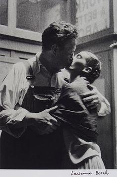 so30s:    Lucienne Bloch - Frida & Diego Caught Kissing,1933    Hermosa fotografía.
