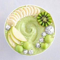 Super green smoothie by Kaylie @purelykaylie Can you guess what's in it? #greensmoothie #kiwi #apple
