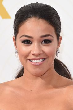 Gina Rodriguez let her eyes do the talking with a black rimmed liner and curled eyelashes that she complemented with soft purple eyeshadow and a pink glossy lip.