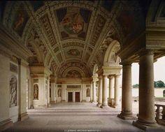 Romano,Giulio Casino della Grotta and Loggia. Palazzo del Te, built 1525-1535 after designs by Giulio Romano as a summer residence for Duke Federico II Gonzaga. Palazzo del Te, Mantova, Italy