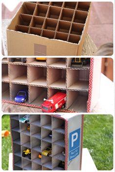 hier findet ihr eine Anleitung, wie man eine tolle Parkgarage für kleine Matchbox Autos bauen kann. Super easy!