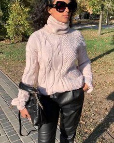 "𝘈𝘭𝘺𝘢_𝘍𝘳𝘢𝘯𝘬𝘢™️𝘒𝘯𝘪𝘵𝘸𝘦𝘢𝘳 𝘸𝘰𝘳𝘬𝘴𝘩𝘰𝘱 on Instagram: ""Наш фактурный, мериносовый свитер создан для стильной и удобной осени🧡🍁, а ещё он создан для крутых миксов, особенно с кожаными джоггерами,…"" Knitting Stitches, Baby Knitting, Cosy Outfit, Chunky Knitwear, Knitwear Fashion, Winter Trends, Outfit Combinations, Knit Cardigan, Knit Crochet"