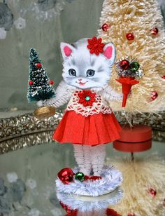 SaturdayFinds - Vintage-Inspired Gifts, Timeless Treasures and More!: Countdown to Christmas Vintage Christmas Crafts, Pink Christmas Tree, Handmade Christmas Decorations, Christmas Fairy, Christmas Ornaments To Make, Retro Christmas, Christmas Images, Christmas Countdown, Homemade Christmas