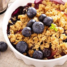 A healthy, gluten-free crumble! A perfect summer dessert or breakfast that can be made in under one hour! #30minutemeals #healthydessert #healthy #glutenfreedessert #sugarfreedessert #sugarfreerecipes #glutenfreerecipes #sugarfreebreakfast #glutenfreebreakfast #paleo #healtheebelly #healtheebellyrecipes Sugar Free Desserts, Sugar Free Recipes, Healthy Dessert Recipes, Gluten Free Desserts, Gluten Free Recipes, Delicious Desserts, Vegan Recipes, Gluten Free Crumble, Sugar Free Breakfast