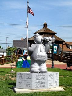 Weird Illinois Road Trip Attractions. Fun for when the kids get a bit older!