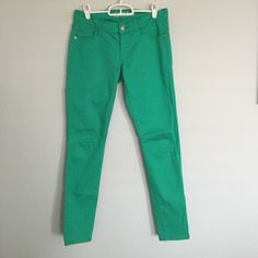 c9cabc3a3e997 Old Navy Kelly Green Pants These skinny pants are stretchy and thin. Great  condition.