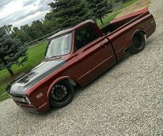 The color! I would never have a lowered truck though.