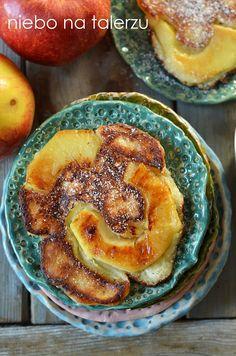 drożdżowe placki z jabłkami, racuchy, wilgotne i puszyste, łatwe do przygotowania, szybko znikające z talerzy. Na ciepło i na zimno - wyśmienite:) Tortellini, Apple Pie, Sweet Recipes, Eat, Cooking, Polish, Food, Kitchen, Vitreous Enamel