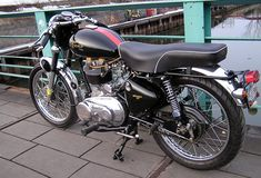Bingo.  A Royal Enfield G5 turned into a really sweet racer.  Want.  Want.  Want.