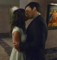 Art Ezria fans, this one is for you! Aria (Lucy Hale) and Ezra (Ian Harding) look like things are heating up. Tune in to the all-new episode tonight at on ABC Family for more adorable Ezria moments. pretty-little-liars Pretty Little Liars Episodes, Pretty Little Liars Aria, Pretty Little Liers, Pretty Little Liars Seasons, Ezra Y Aria, Freeform Tv Shows, Spencer And Toby, Ezra Fitz, Ian Harding