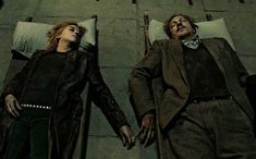 Nymphadora tonks et Remus Lupin ont commencé ensemble et on fini ensemble 😢😢😔 Harry James Potter, Harry Potter Sirius, Mundo Harry Potter, Harry Potter Characters, Harry Potter Fandom, Harry Potter Memes, Harry Potter Professors, Remus Lupin, Hogwarts