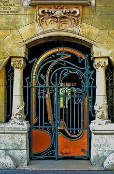 Magnificent Art Nouveau entrance to the Castel Béranger, Paris by French architect Hector Guimard Architecture Art Nouveau, Art And Architecture, Architecture Details, Cool Doors, Unique Doors, Art Deco, Art Nouveau Arquitectura, When One Door Closes, Grand Entrance