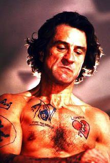 Max Cady, Cabo de miedo del señor Martin Scorsese, de los malos con mayúsculas, más despiadados del cine de las últimas décadas. Y encima logra que te identifiques con muchos aspectos de su persona y camela tanto a otros personajes con su sex-appeal de paleto risueño como al espectador. Un sádico encantador, que viola y apalea con un estilo inimitable.