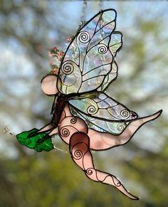 Garden Fairy - Delphi Artist Gallery Delphi Glass, Glass Garden Art, Artist Gallery, Suncatchers, Art Projects, Fairy, Tiffany Glass, Kunst, Art Designs