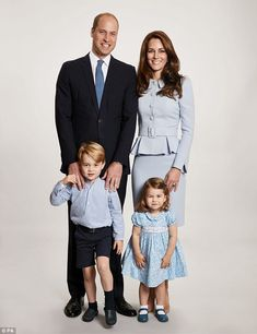 Prince William, Duke of Cambridge et al. posing for the camera: Prince William, Kate Middleton, Prince George and Princess Charlotte