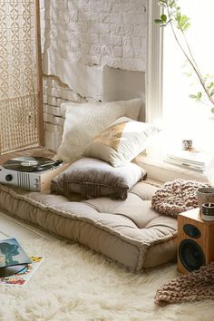 Magical Thinking Rohini Daybed