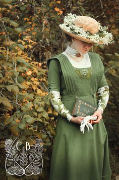 1910 Lily of the Valley Edwardian dress with hand embroidery #edwardian #belleepoque www.caeruleusberolinensis.com