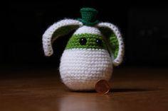 Lapin au crochet avec un petit chapeau sur Etsy, €15,00
