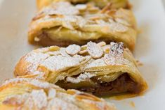 Easy peasy recipe for a chocolate Rolo Pastry Braid - serve with ice cream! Healthy Family Meals, Healthy Snacks, Puff Pastry Sheets, Eat Breakfast, Vegetarian Chocolate, Recipe Of The Day, Tray Bakes, Braid, Delicious Desserts