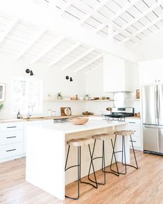 small kitchen designs To inspire you to make a white kitchen that will acquire your heart thumping, behold the 30 best examples. Home Design Decor, Interior Design Kitchen, House Design, Kitchen Designs, Design Ideas, Bar Designs, Design Inspiration, Minimalist Kitchen, Minimalist Decor