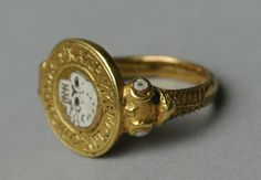 gold, with circular bezel containing enamelled skull (death's head) surrounded by the Latin legend: FOELIX CONCORDIA FRATRUM. Mourning Ring, Mourning Jewelry, Skull Jewelry, Jewelry Rings, Men's Jewellery, Antique Rings, Antique Jewelry, Byzantine Gold, Coin Ring