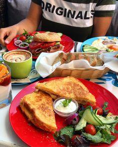 """757 kedvelés, 8 hozzászólás – Breakslow-Find Fast.Enjoy Slow (@breakslow_budapest) Instagram-hozzászólása: """"Sandwich Wednesday🥪☕️🤤 📍 @balnaterasz #breakslowbudapest #imadokreggelizni #mutimitreggelizel…"""""""