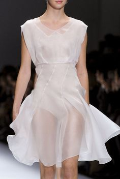Modern Feminine Artsy Chic Summer Elegant Outfit