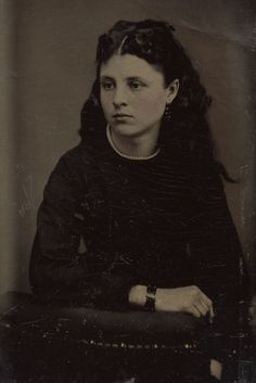 Victorian Mourning Photo Portrait, Girl with Raven Black Hair and Dress Antique Photos, Vintage Photographs, Vintage Photos, Victorian Era, Victorian Fashion, Old Pictures, Old Photos, Shades Of Black, Vintage Hairstyles