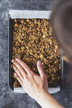 Hazelnut, Banana & Chocolate Chip Granola Bars, 100% plant-based and naturally sweetened. Perfect for a healthy snack! #vegan #recipe #ericksonwoodworks