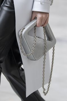 Coperni at Paris Fashion Week Fall 2020 - Details Runway Photos Grey Fashion, Paris Fashion, Fashion Bags, Fashion Show, Arte Art Deco, Small Bags, Purses And Bags, Fashion Accessories, Women Wear