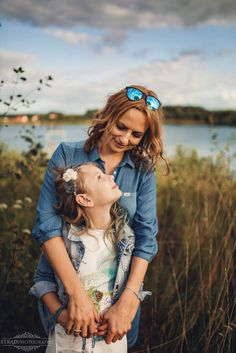 mother and daughter, family photography, posing ideas, 8 years old girl, mum, girl, little girl, scotland family photography, outdoors family photo shoot