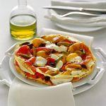 Porta in tavola con Sale&Pepe una deliziosa sfogliata di pane sardo con ripieno di peperoni e cremosa mozzarella. Corri a scoprire la ricetta!