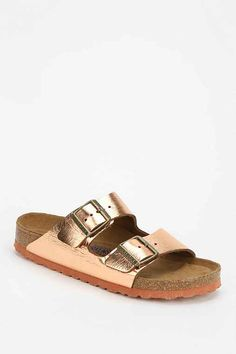 or these in rose gold - Birkenstock Arizona Metallic Leather Slide Sandal - Urban Outfitters Birkenstock Sandals, Birkenstock Arizona, Shoe Boots, Shoes Heels, Shoe Bag, Cute Shoes, Me Too Shoes, Look Fashion, Slippers