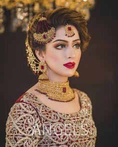 World of traditional indian/pakistani bridal makeup Pakistani Bridal Hairstyles, Pakistani Bridal Jewelry, Bridal Hairstyle Indian Wedding, Bridal Mehndi Dresses, Asian Bridal Dresses, Pakistani Wedding Outfits, Bridal Dress Design, Bridal Outfits, Indian Bridal