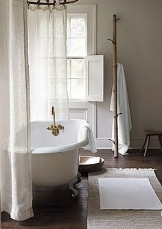 = tub, curtain and shutters