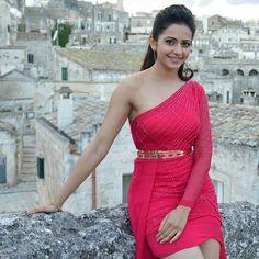Rakul Preet getting beautiful Tamil Actress Photos, Indian Film Actress, South Indian Actress, Indian Actresses, Most Beautiful Indian Actress, Beautiful Actresses, Rakul Preet Singh Saree, India Beauty, Hot Actresses