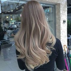 Do you want this hair colour? #10/10 traveling some countries next year. #staytuned #inspo