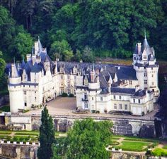 Travel to France - cool image Beautiful Castles, Beautiful Places, Monuments, Luxury Collection Hotels, French Castles, French Chateau, Architecture Old, Medieval Castle, France Travel