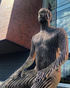 Shared by jennyveile #skynet #skyneteniarazon (o) http://ift.tt/220b7aP going to lie...these statues are cool but they also terrify me. #publicart #sculpture  #mpls #umn (with @rachel_six12 )