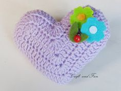 Heart crochet - free tutorial available Free Crochet, Knit Crochet, Crochet Hats, Crochet Home Decor, Valentines Day Decorations, Heart Patterns, Little Gifts, Crochet Flowers, Crochet Projects