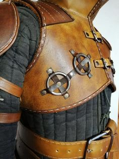 Ursine Witcher leather armor inspired by Geralt Costume - costume commission Witcher Armor, Larp Armor, Cosplay Armor, Samurai Armor, Leather Armor, Tan Leather, Match Parfait, Leather Projects, Leather Crafts