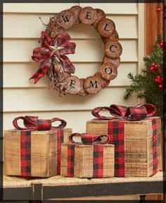 10 Festive Front Porch Christmas Decorations   The Lakeside Collection