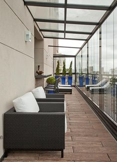 Apartamento Tendence Campo Belo II (Duplex 300 m²) / Patricia Kolanian Pasquini @kolanianpasquin #sacada #varanda #terrace #balcony #living #decor #view #cobertura #vidro #glass
