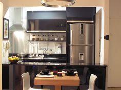 Confira galeria de fotos que trazem a cor preta na decoração da cozinha.