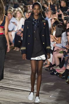 Tommy Hilfiger Fall 2016 Ready-to-Wear Fashion Show Collection
