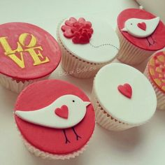 Love the fondant birds... They would be incredibly easy to make!
